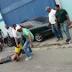 COMPÁRTELO - VÍDEO - Captado en cámara quedó momento en que golpean y hacen dos disparos a presunto a atracador