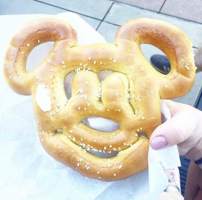 Top 4 snacks to try at Walt Disney World, Orlando. Nourish ME: www.nourishmeblog.co.uk