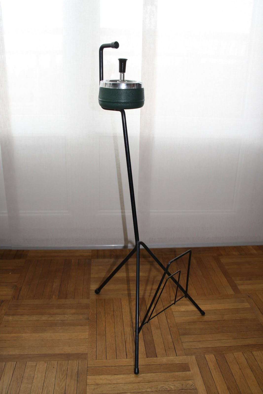 je chine pas en chine cendrier sur pied vintage. Black Bedroom Furniture Sets. Home Design Ideas