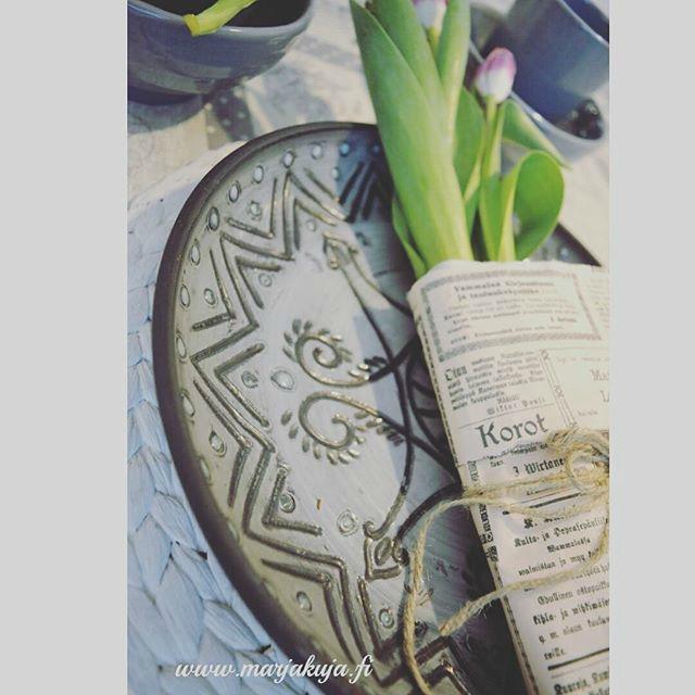 tulppaanit lautasella