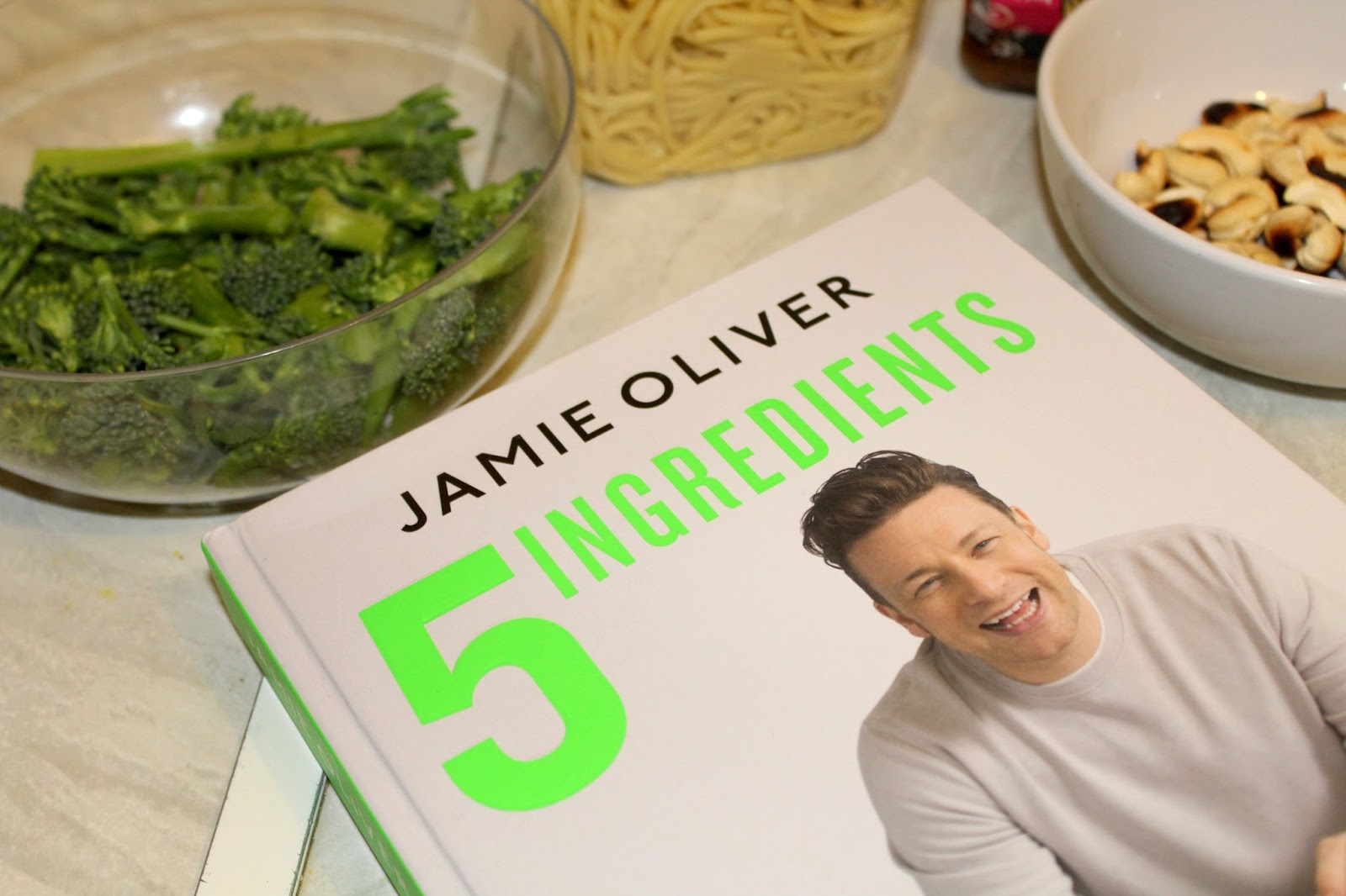 Review | Jamie Oliver 5 Ingredients - Quick & Easy Food | ISSYBELLEFOX
