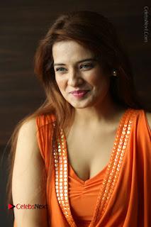 Actress Saloni Aswani Pos in Short Dress at Meelo Evaru Koteeswarudu Movie Interview  0062.JPG