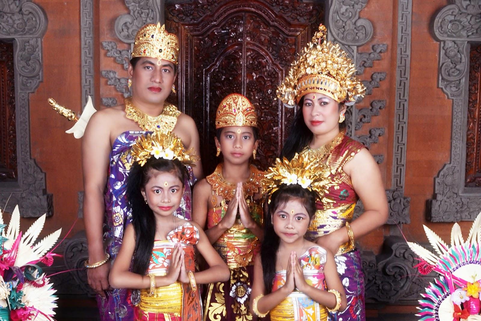 Pakaian Adat Suku Bali Aga