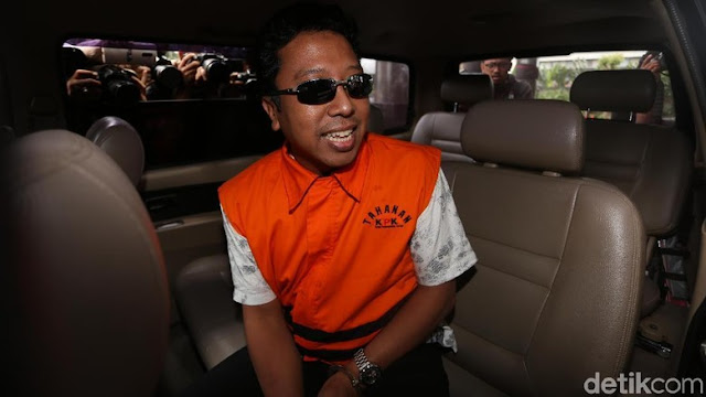 Pakai Rompi Oranye, Ketum PPP Romahurmuziy Ditahan KPK