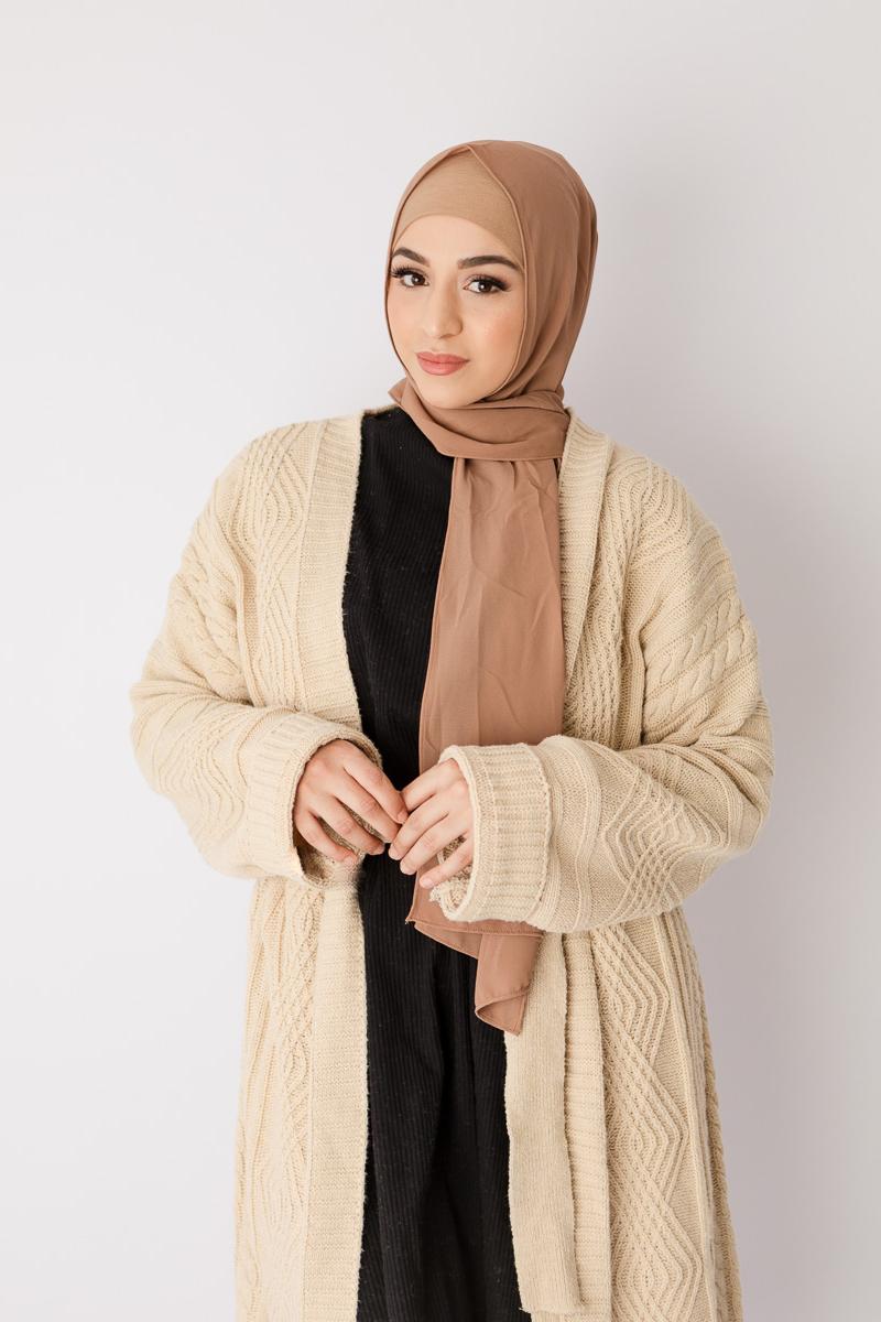 Trend baju lebaran terbaru tahun 2019 2020 dengan Jilbab Nude dan cardigan