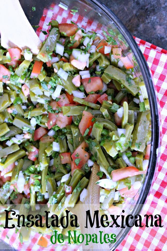 Ensalada Mexicana de Nopales by www.unamexicanaenusa.com