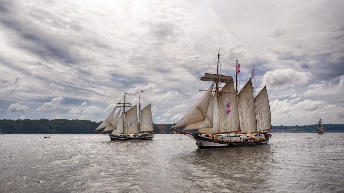 Wallpaper: Sailing Ships