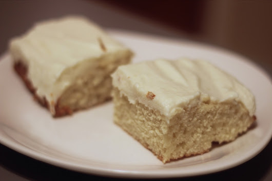MangiaMore: ALMOND sheet cake with flour frosting