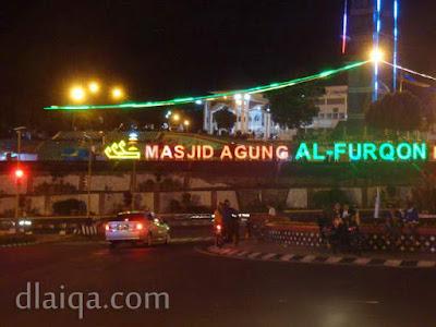 suasana malam di sekitar Masjid Al Furqon, Bandar Lampung