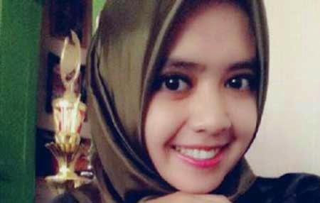 Demi Pertahankan Jilbab, Muslimah Ini Rela Mengundurkan Diri Dari Bank Dan Bayar Denda 10 Juta