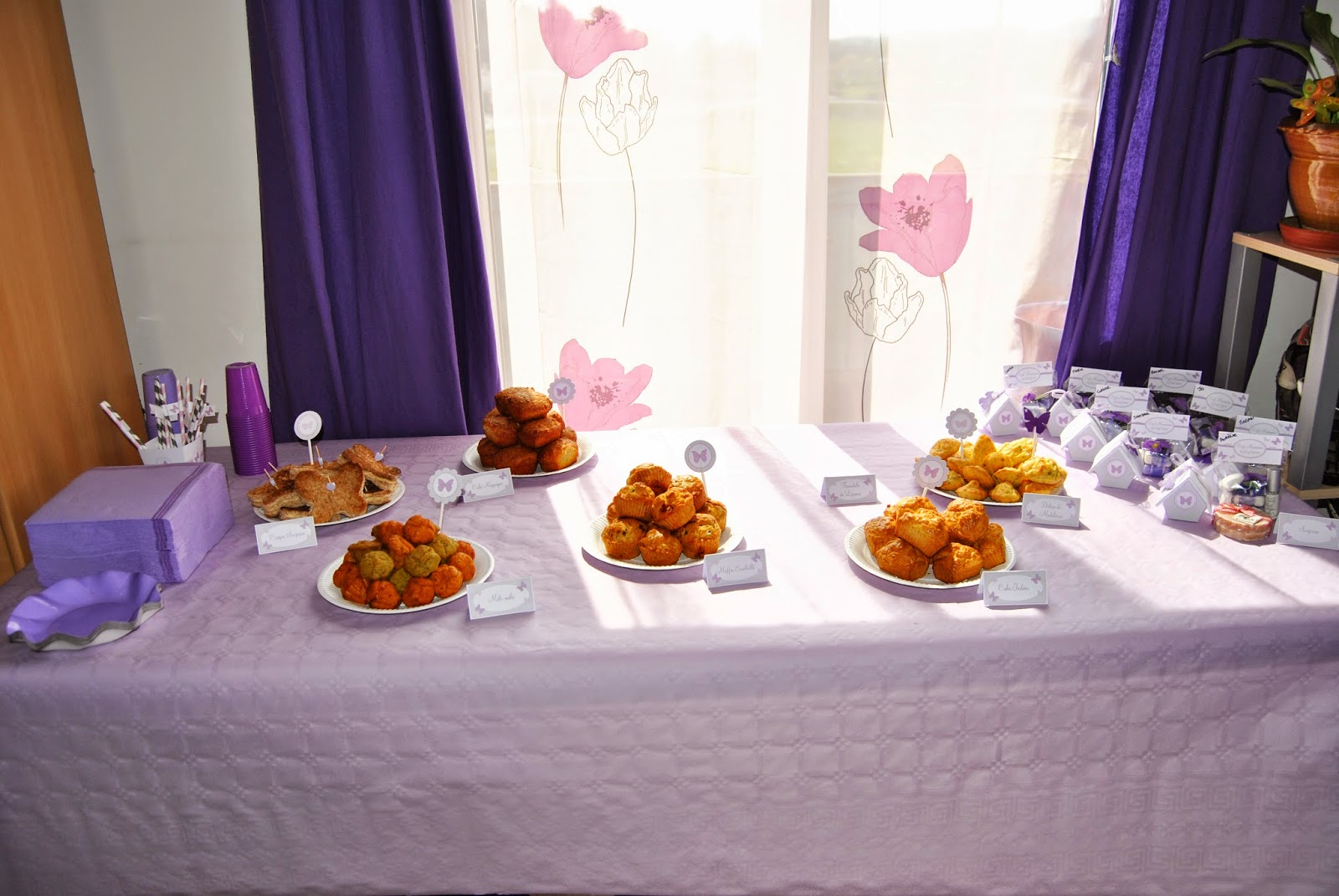 sweet table avec un buffet gourmand au theme papillon