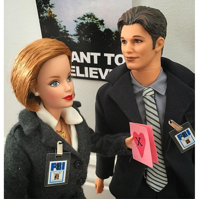 Ken et Barbie transformé en Mulder et Scully