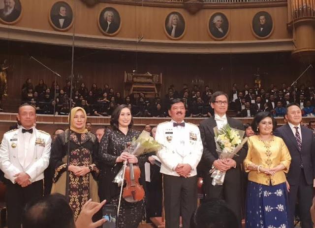 Panglima TNI Saksikan Konser Simfoni Negeri Untuk TNI Patriot Kita