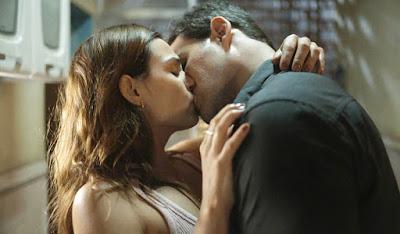 Betina e Magno se beijam — Foto: TV Globo