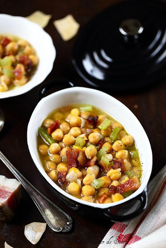 Soupe de pois chiches à l'italienne