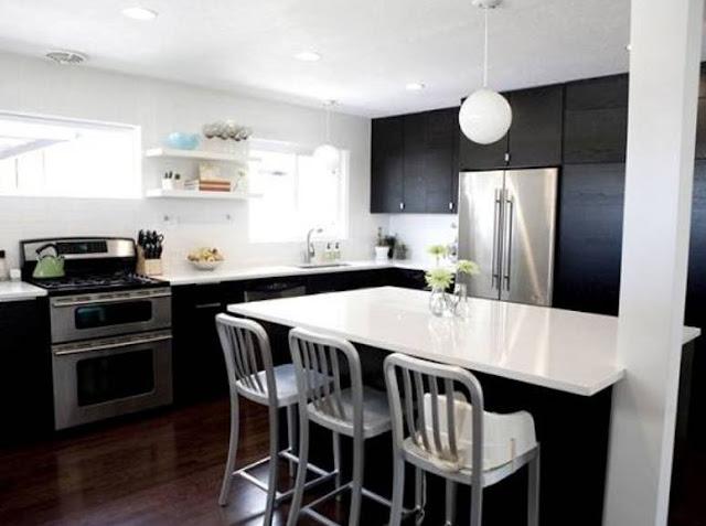 Sự phá cách khi lựa chọn thiết kế tủ bếp gỗ acrylic màu đen