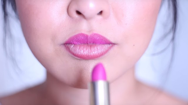How to Apply Lipstick in the Right Way