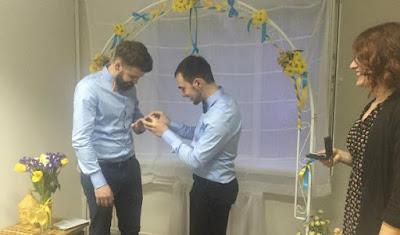У Києві пройшла перша неофіційна церемонія одруження двох чоловіків-гомосексуалістів