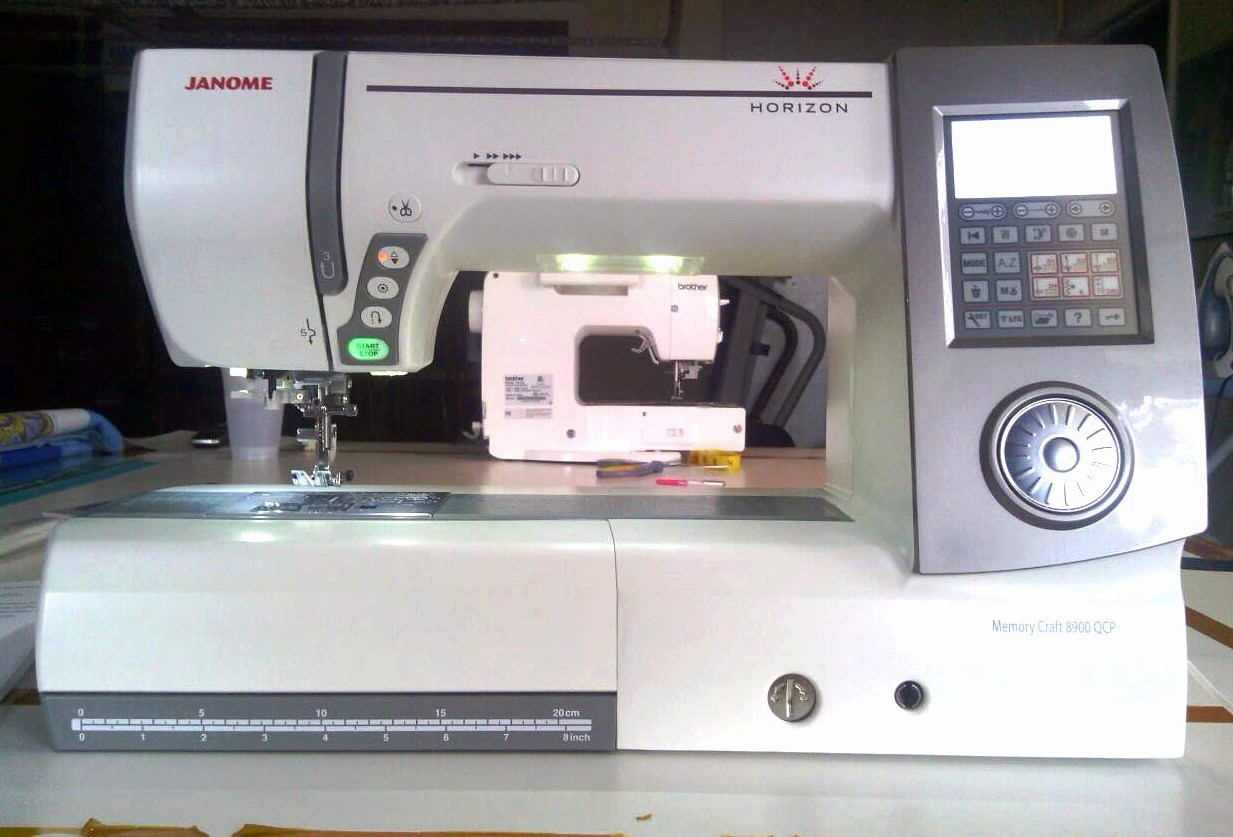 Janome memory craft 8900 - The Mc8900 Is A Real Workhorse Geared Toward People Like Me That Do A Lot Of Quilting And Sewing It Has Over 11 Of Space To The Right Of The Needle That