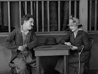 """Кадр из фильма Чарли Чаплина """"Собачья жизнь"""" / A Dog's Life (1918) - 21"""