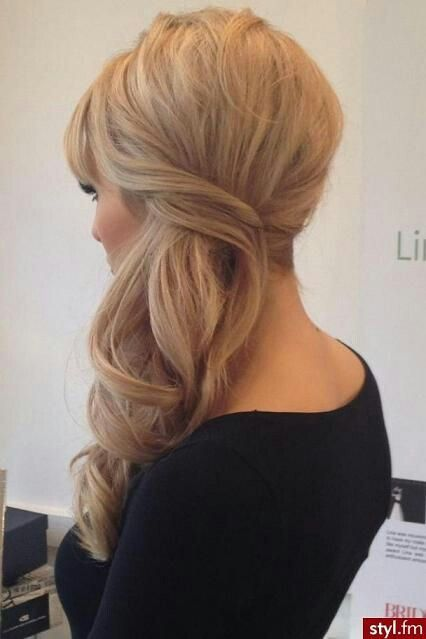 Simple but beautiful bridesmaid hairstyle