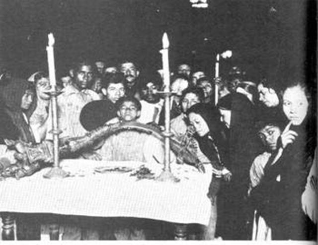 Đức Mẹ Guadalupe hiện lên trong tấm áo choàng như một người đang sống