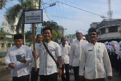 Plt. Kakankemenag Tanjungbalai Sambut Barisan Kemenag di Tribun Kehormatan