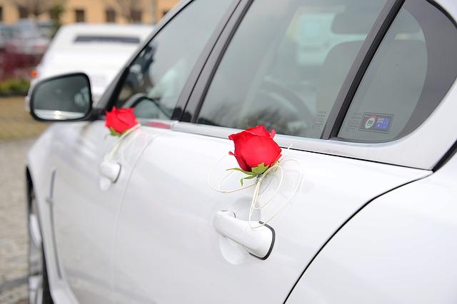 trang trí hoa xe cưới đẹp