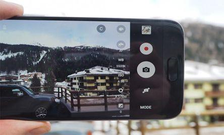 لتسجيل مقاطع الفيديو فأن الكاميرا سوف تمنحك خيار لتسجيل فيديوهات تصل دقتها إلى 4K بسرعة 30 إطار في الثانية وبطيئة الحركة بدقة HD وبسرعة 240 في الثانية