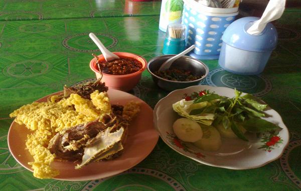 Jepara: Ayam Goreng dan Bebek Goreng Kremes Pak Pono