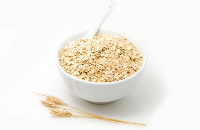 Today they are very popular dry shampoos for hair, which are made from a variety of dry ingredients, which can be found in the kitchen, and one of them is oats.
