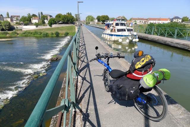 De Paris à Narbonne en vélo, Pont canal de Diguoin