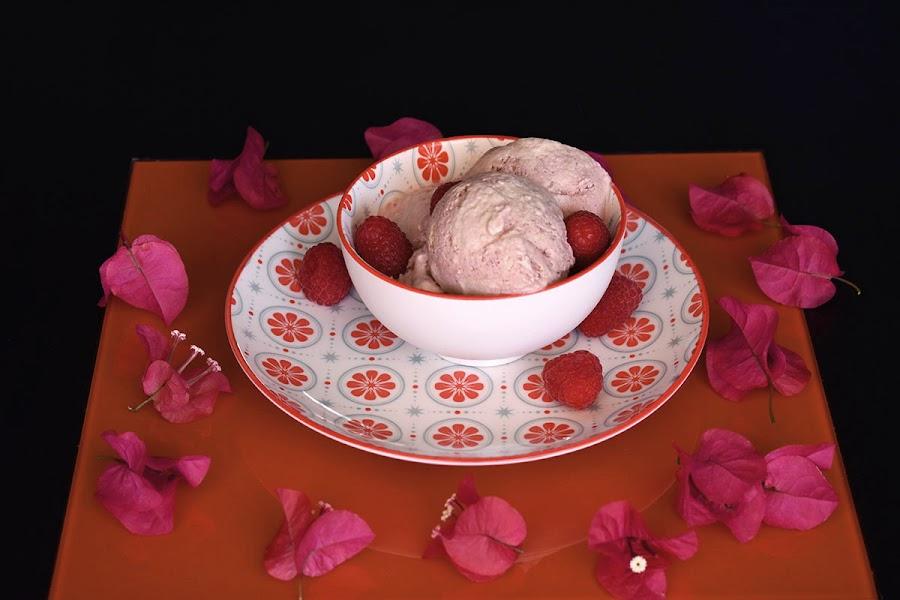 Helado-cheesecake-con-frambuesas-sin-heladera