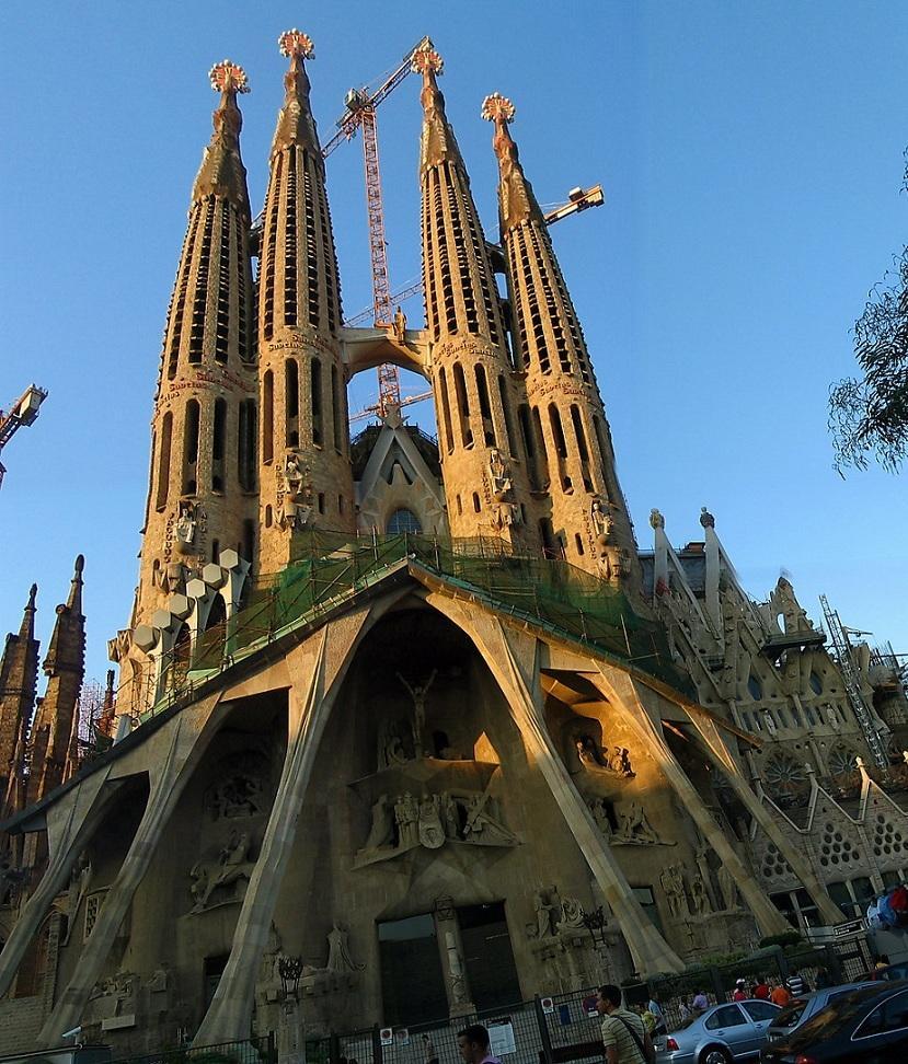 Barcelona Spain: Amazing JPG: An Old Church In Barcelona Spain They Still