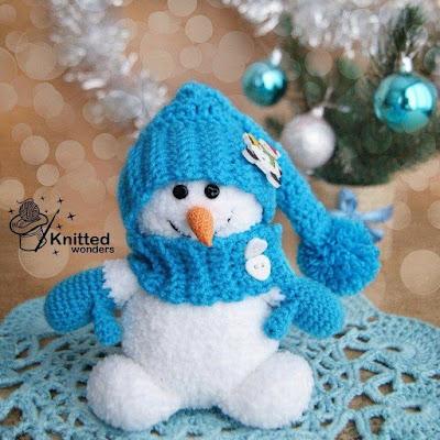 Снеговик в шапочке крючком