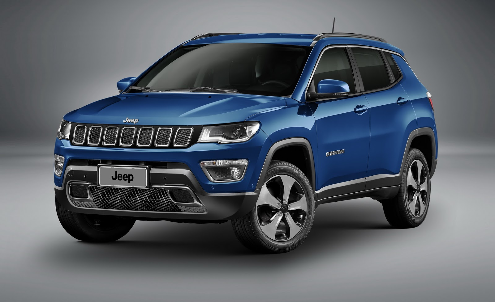 what we learned about the 2017 jeep compass plus 118 photos 12 videos carscoops. Black Bedroom Furniture Sets. Home Design Ideas