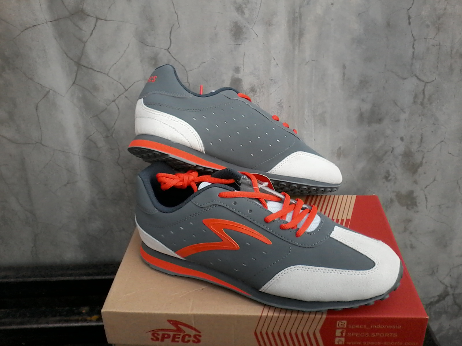 Sepatu Casual Sporty Specs Coco Bolo Anthracite Grey Merek   Specs Jenis  Sepatu   Sporty Casual Seri   Coco Bolo Ready Stock Size   39 d8b2abed14