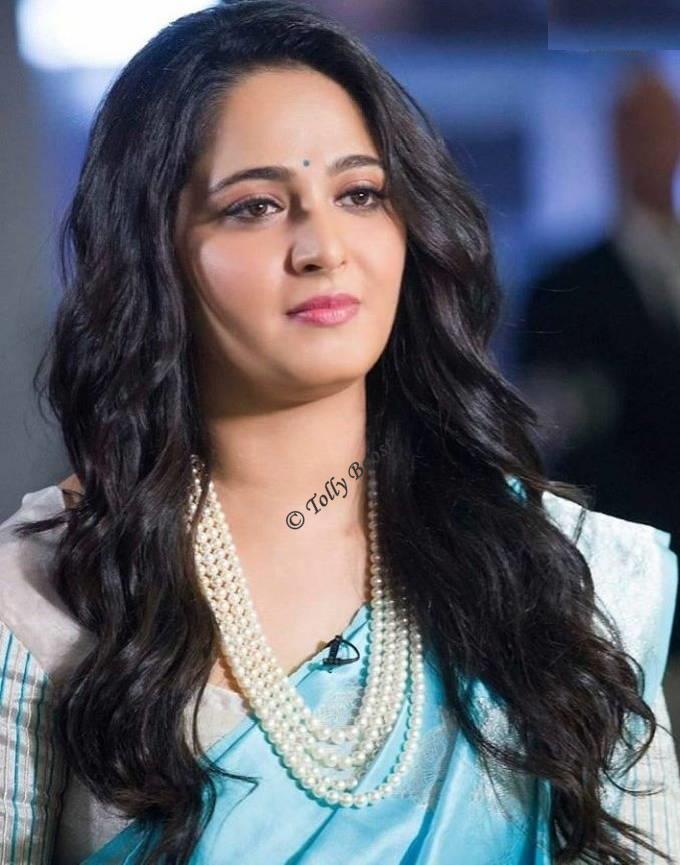 Anushka Shetty Looks Stunning Cute Beautiful in Saree Long Black Hairs