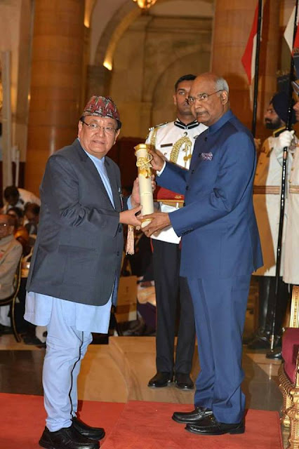 Dr. Sanduk Ruit receiving padma shri