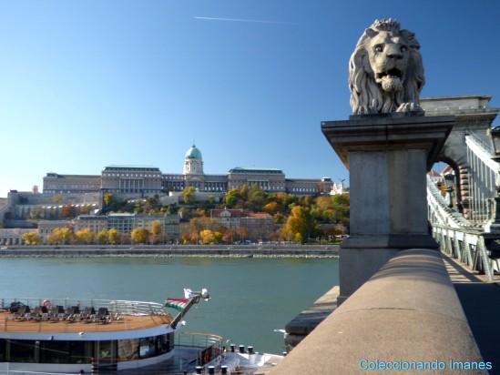 Puente de las cadenas - Castillo de Buda al fondo