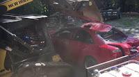 Του ΓΥΡΙΣΕ το ΜΥΑΛΟ! «Τσάκωσε» την κόρη του να «φασώνεται» μέσα στο αμάξι… και το διέλυσε με τον εκσκαφέα!!! ΕΠΙΚΟ ΒΙΝΤΕΟ!