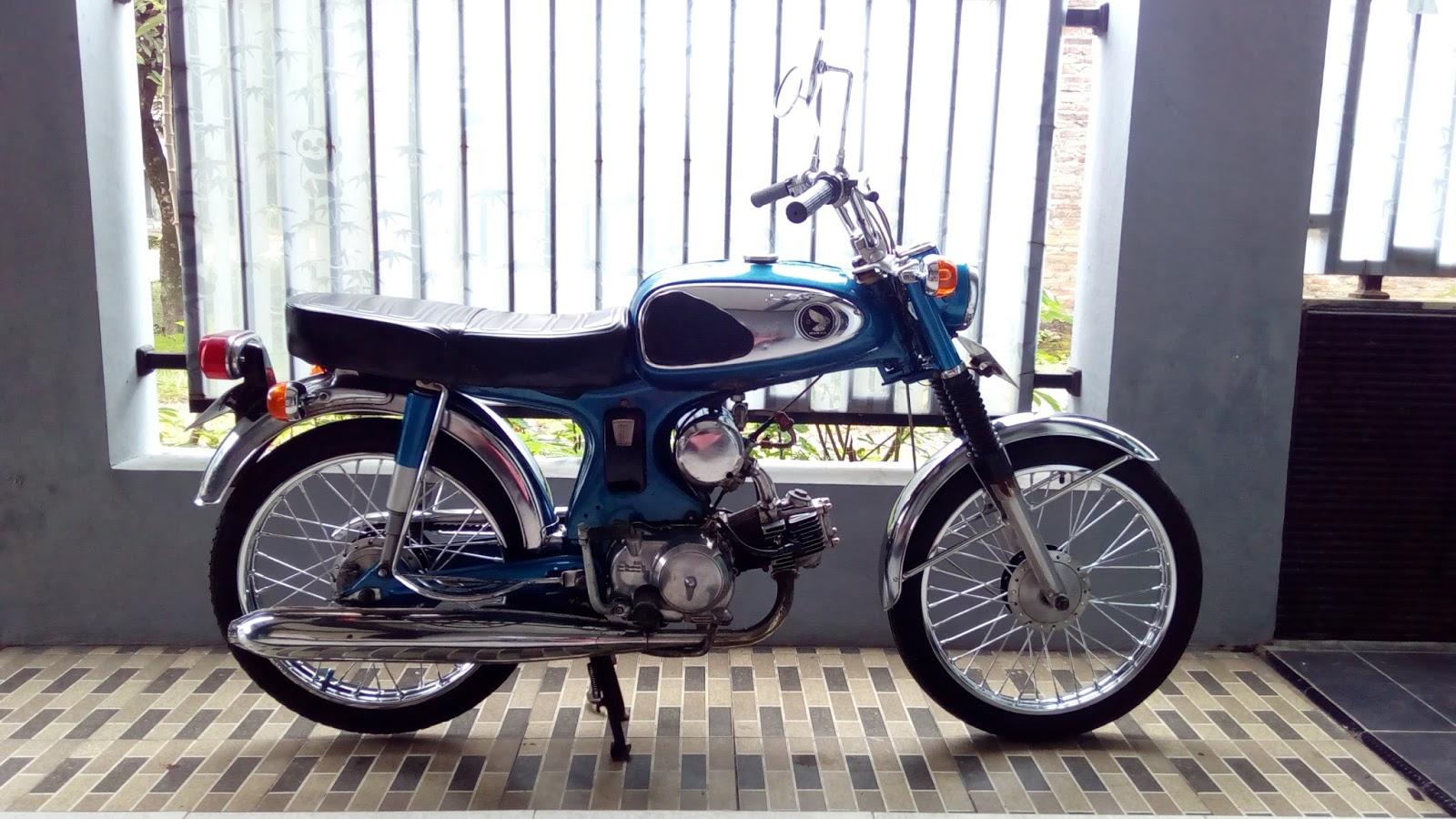 Classic Motor Gallery Honda S90 Biru Tahun 1969