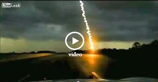 Κεραυνός Πέφτει Ακριβώς Μπροστά στο Αστυνομικό Όχημα - Video