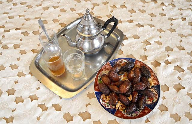 Marokańska gościnność. Uśmiechaj się na pokaz i dyskretnie padaj na pysk