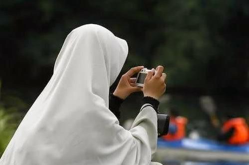 Wahai Ikhwan! Pilihlah Pasangan dari Wanita Sederhana, Yang Alisnya Asli dan Tidak Luntur Dipake Wudhu...