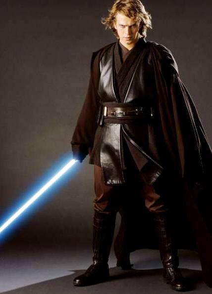 Foto de Anakin Skywalker de Star Wars con mirada misteriosa