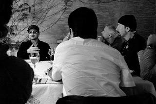 U2 en una comida informal con periodistas argentinos en marzo de 2011