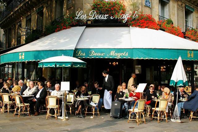 Người Pháp và người Việt Nam thì coi việc uống cà phê là thú vui thưởng thức cuộc sống: Nhâm nhi và chậm rãi. Còn tại Ý – một trong những cái nôi của cà phê thế giới, sẽ là chuẩn mực nếu bạn đứng cạnh quầy bar và thưởng thức ly Espresso của mình một cách tốc độ.