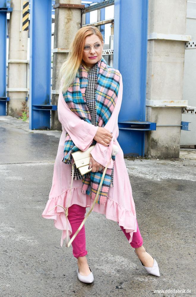 Colorblocking mit rosa und pink kleid ber hose outfit for Rosa kombinieren