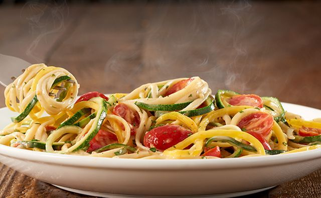 Olive Garden Debuts New Nachos But With Pasta Chips Brand Eating
